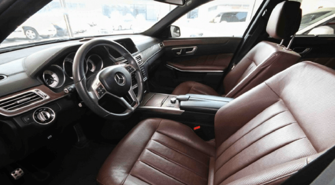 2014 balck Mercedes-Benz E 500 available for sale in Abu Dhabi