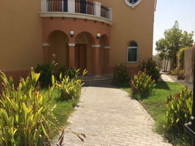 5 bedrooms villa for rent with maid room and parking in Jumeriah Park