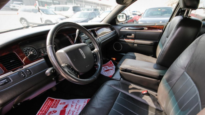 2008 Lincoln Town Car Signature Available for Sale in Abu Dhabi