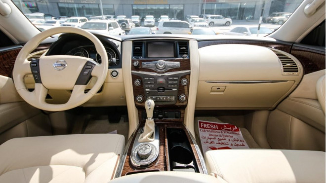 2014 Nissan Patrol SE With Platinum VVEL DIG Badge for Sale in Abu Dhabi