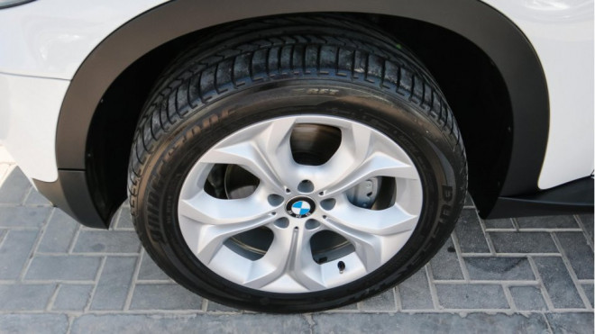2013 BMW X5 XDRIVE 35i Car for Sale in Abu Dhabi - White Color