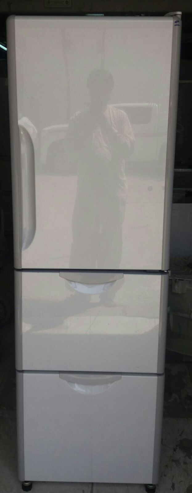 The freezer is less frequently accessed, and as such, located at the bottom of the spendingcritics.ml Shipping· Name Brands· Excellent Service· Huge Selection.