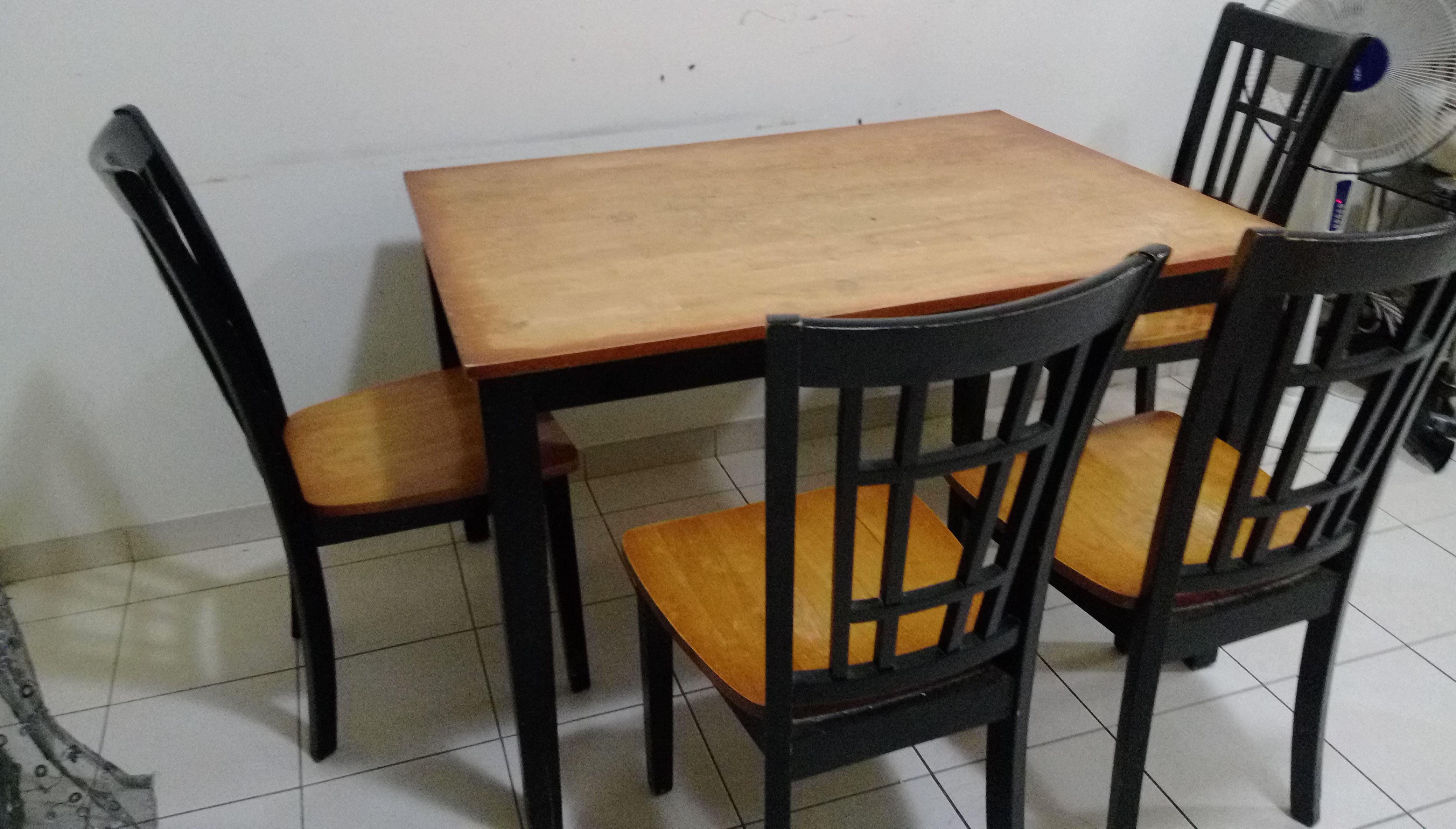 wooden dining table with four chairs Dubai UAE Storat : 58fda705cc4cb606811115original from dubai.storat.com size 4160 x 2368 jpeg 1101kB