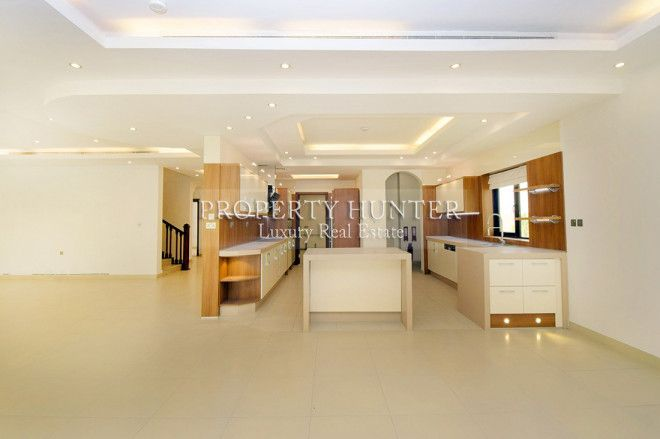 Modern Luxury !Capacious 4+Maid Villa with Pool