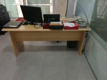 Two office desks for free in Abu Dhabi. (One manger Desk and one secretary desk)