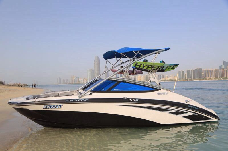 Jet boat yamaha 212x model 2013 black with white color for Yamaha motor boats for sale