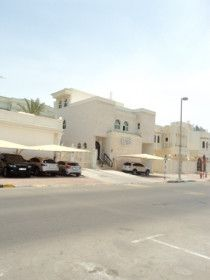 Bright Villa of 4 BHK in Al dafrah area ( FREE PARKING )