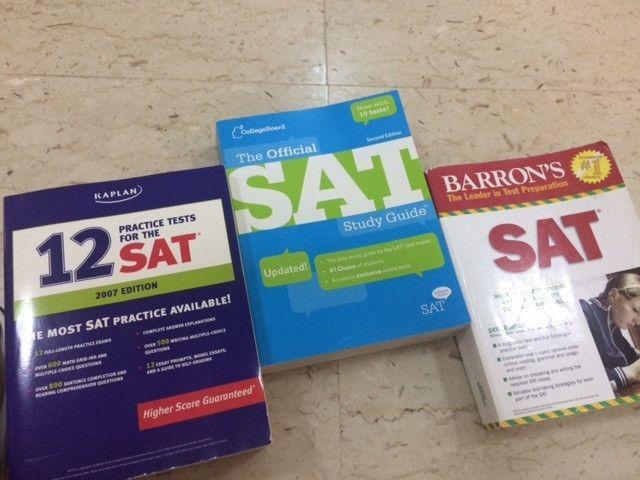 كتب  SAT للبيع (4 كتب ل4 دور نشر مختلفة)