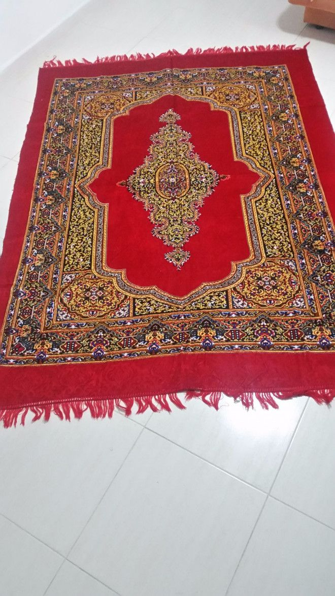 Brand New Red & Blue Carpets For Sale In Sharjah