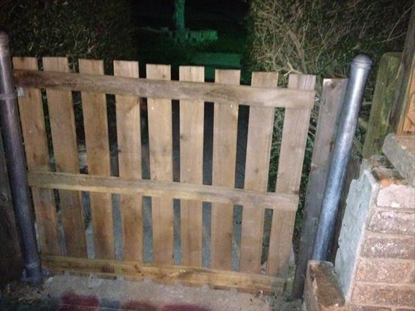 dubai wooden pallets small gates -