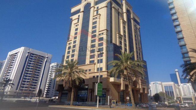 مكاتب مفروشة فسيحة للإيجار في أبو ظبي