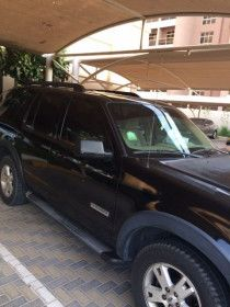 Ford Explorer for sale 2007 and the price is 14000 AED