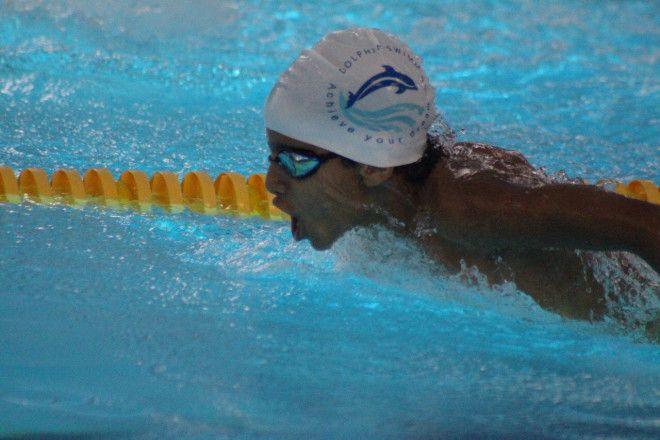 دروس السباحة للأطفال والكبار في المشرف | أكاديمية دولفين الرياضية