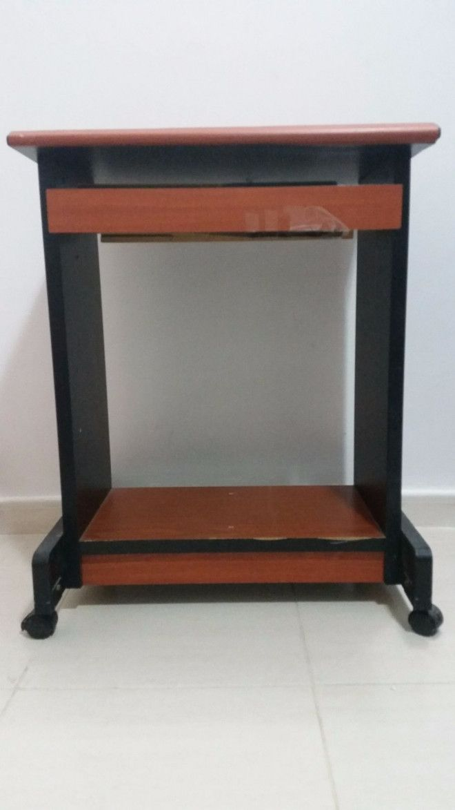 Wooden Computer table for sale in Sharjah