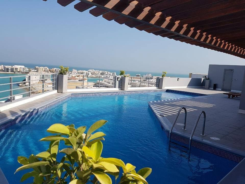LUXURY AND MODERN VERY BRIGHT FULLY FURNISHED APARTMENT FOR RENT AMWAJ ISLAND