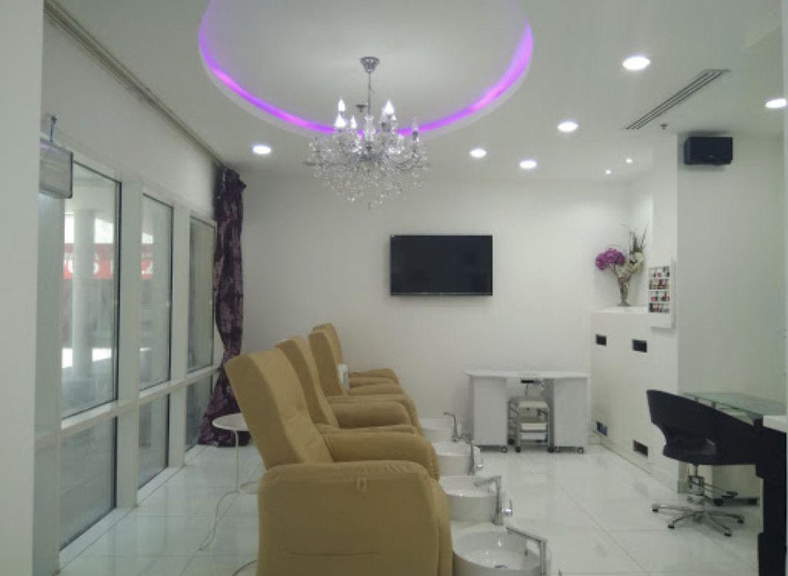I Glow Beauty Lounge  1