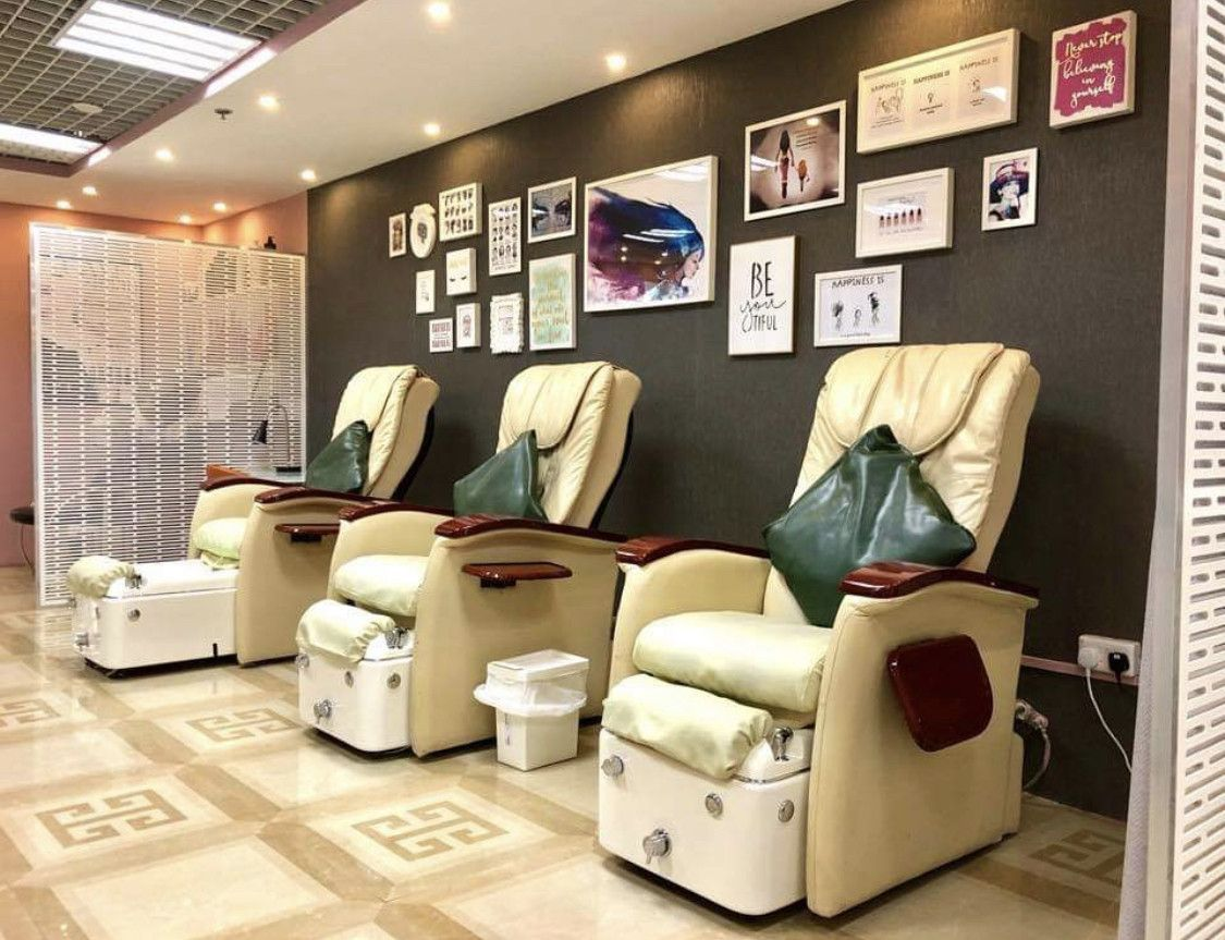 Luca Stoppony Beauty Salon 1