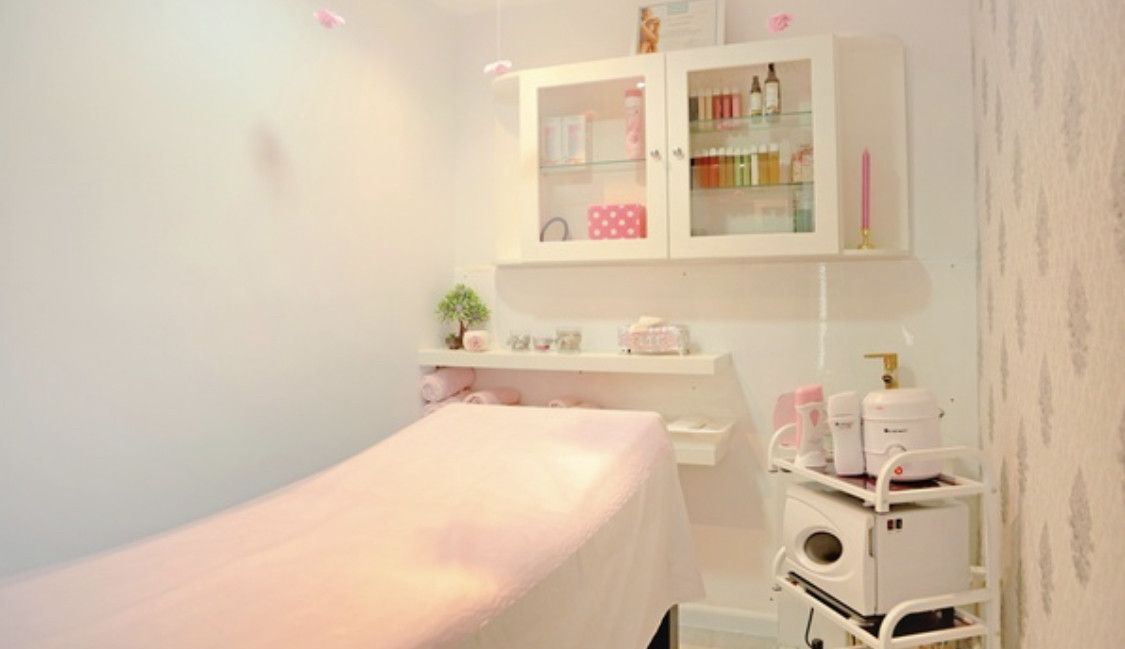 SHOVI'S BEAUTY LOUNGE 8
