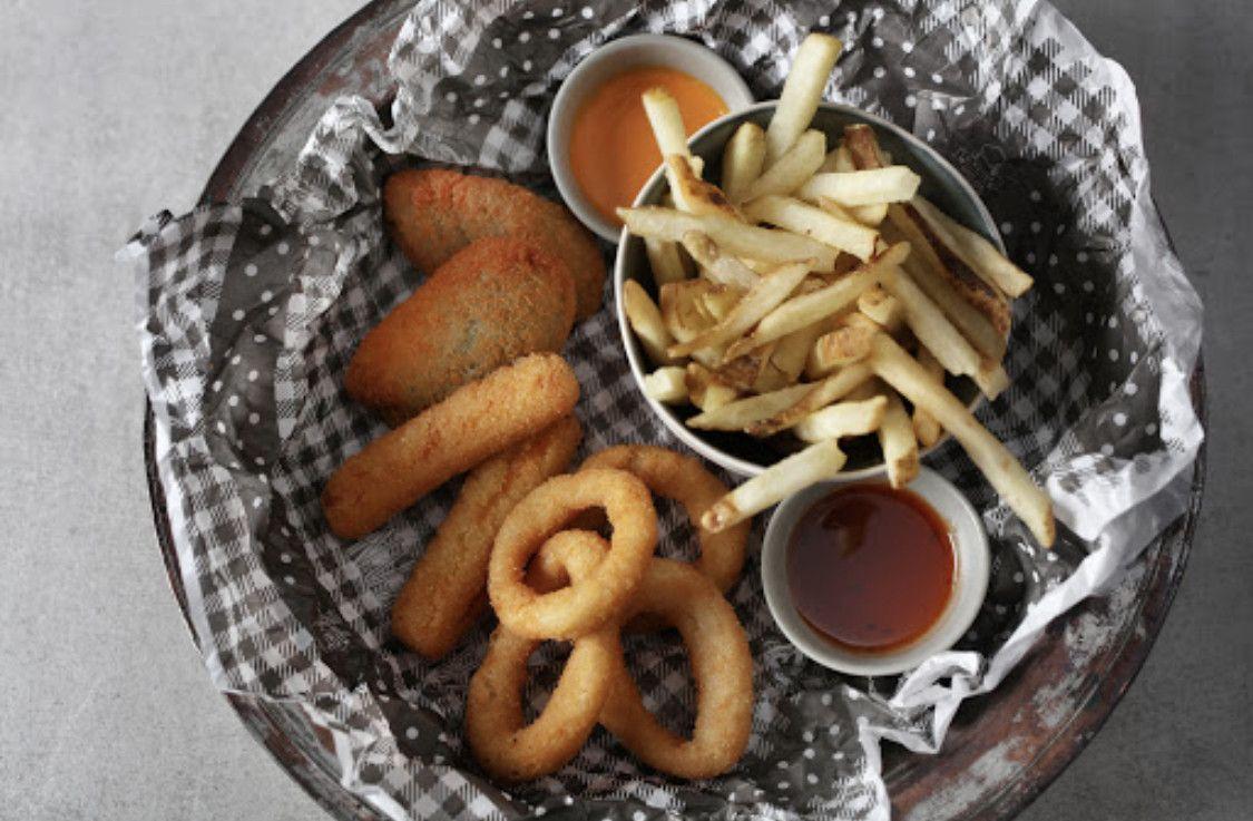 FRINGS Fries & Wings 7