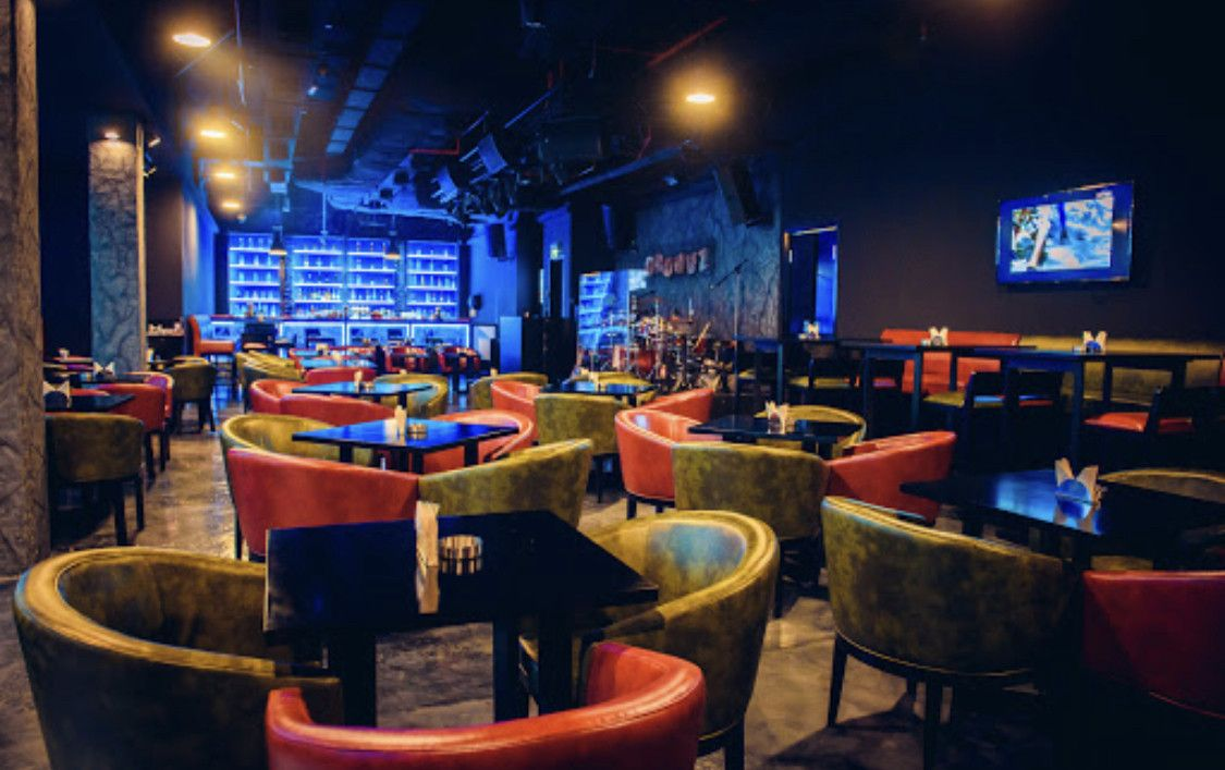 Groovz Bar & Restaurant 5